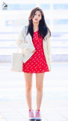 Yein Lovelyz, Perfect Figure, Woollim Entertainment, Singer, Kpop, Celebrities, Asian Beauty, Dresses, Goals