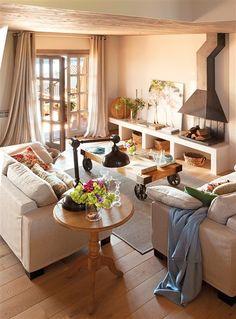 Salón con mueble de obra y chimenea