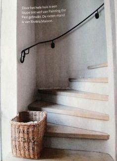 Bekijk de foto van RLommerde met als titel Mooie trap en lening en andere inspirerende plaatjes op Welke.nl. Exterior Design, Home Interior Design, Entry Hallway, Entryway, Stair Steps, House Stairs, Cozy House, Stairways, Interior Inspiration