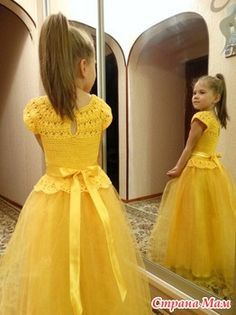 Inspiration pic (there's also an adorable pink tutu version) on non-english site with a basic pattern diagram.Adressin with crochet yCould do all the Disney princesses.This Pin was discovered by Але Baby Girl Crochet, Crochet Baby Clothes, Crochet For Kids, Crochet Princess, Crochet Tutu Dress, Tulle Dress, Knit Dress, Tulle Skirts, Dress Lace