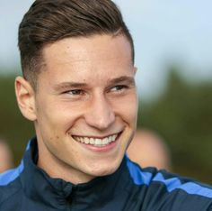 """ All the best The german midfielder leaves the Wolves and joins "" Best Football Players, National Football Teams, Sport Football, Soccer Players, Draxler Julian, Bae, Germany Football, Dfb Team, Soccer Boys"