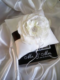 Black  White Alencon Lace Garden Rose Wedding Ring Pillow With Crystal Flower sur Etsy, $42.55 CAD