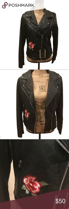 Ci Sono Faux Leather Spiked Jacket with Flowers NWT, never worn! 100% vegan leather. Spiked and Floral accents. Diagonal zip up jacket and snap Down collar. Perfect for a fall day. Make an offer! 🌟 ci sono Jackets & Coats