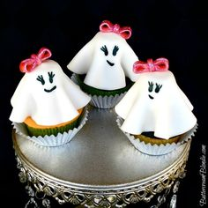 Girly Ghost Cupcakes with step-by-step photos!   ButtercreamBlondie.com #Halloween