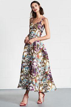 The complete dennis basso resort 2018 fashion show now on vogue runway. Fashion 2018, Fashion Week, Runway Fashion, High Fashion, Fashion Dresses, Fashion Trends, Site Mode, Vogue, Evening Dresses