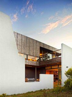 Lagoon Beach House by Birrelli Architects (Project Team: Ed Gordon, Lynden Jones, Phil Dingemanse, Andrew Geeves, Jack Birrell) / Tasmania, Australia