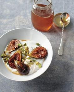 Honey-Caramelized Figs with Yogurt