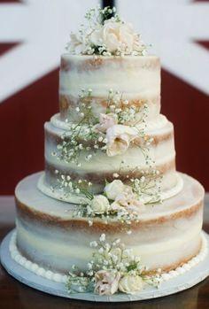 Para quem busca por simplicidade e não abre mão de charme, os Naked Cakes são a melhor opção às suas mesas, sendo um destaque na moda dos bolos.