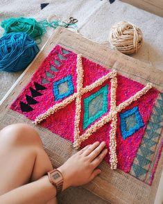 Bordado con aguja magica por Josefina Jiménez (@jojimenez) #embroidery Textile Art, Straw Bag, Textiles, Bags, Fashion, Needlepoint, Art, Handbags, Moda