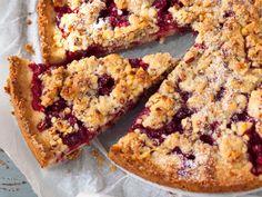 Puolukka-mantelipiirakka Cupcake Cakes, Cupcakes, Banana Bread, French Toast, Almond, Muffin, Food And Drink, Pie, Baking