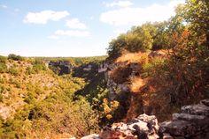 Vue du causse de Gramat, et l'Alzou et l'Ouysse en contrebas, chemin de randonnée entre Gramat et Rocamadour, en passant par le Saut de l'Ange; c'était la rando Nature & Découvertes de  l'Alzou