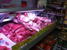Unsere Metzgerei versorgt Sie mit täglich frischem Fleisch. Sie können es bedenkenlos konsumieren.