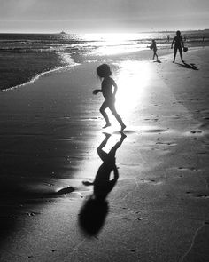 G = girl on the beach