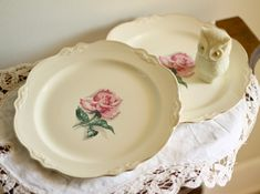 vintage .... these are the closest i've ever seen to my mama's china that i decorate my dining and living rooms around