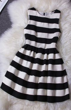 Elegant black and white stripes dress – Bridesmaid dresses? Blue Dress Outfits, Skirt Outfits, Casual Dresses, Summer Outfits, Casual Outfits, Fashion Dresses, Cute Outfits, Gq Fashion, Dress Summer