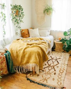 Inside Californian Bohemian Abode with SPELL SPELL welcomes you to the urban jungle ~ Sara Toufali's bohemian oasis FILLED with greenery and indoor plants in LA, California Cozy Room, Cozy Room Decor, Apartment Room, Room Inspiration Bedroom, Room Decor Bedroom, Dorm Room Inspiration, Bedroom Interior, Room Makeover, Apartment Decor