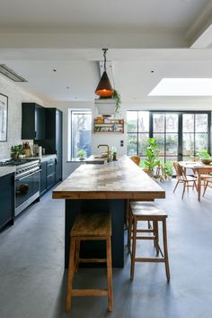 Large size of small dark ideas grey design trends black outdoor white floors modern cabinets island Open Plan Kitchen Diner, Kitchen Diner Extension, Open Plan Kitchen Living Room, Home Decor Kitchen, Home Kitchens, Interior Design Help, Interior Design Kitchen, Open Plan Kitchen Interior, Diy Interior