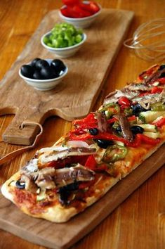 Vegetable coca with sardines and anchovies cake recipes unicornio cake cake de carne de tortilla salados individuales Quiches, Best Spanish Food, Tostadas, Spanish Dishes, Tasty, Yummy Food, Empanadas, Cooking Recipes, Healthy Recipes