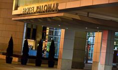 Downtown Chicago Hotels: Boutique Luxury Hotel Palomar - a dog friendly hotel in River North, animal print robes and daily happy hour North Chicago, Chicago River, Family Vacation Spots, Family Vacations, Chicago Hotels, Chicago Trip, Palomar, Kimpton Hotels, Dog Friendly Hotels