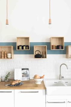 Rénovation décoration maison bourgeoise - Fusion D / Storage for the kitchen / Kitchen organizer / Küchenregale Kitchen Interior, New Kitchen, Kitchen Dining, Kitchen Decor, Kitchen White, Kitchen Ideas, Kitchen Wood, Decorating Kitchen, Stylish Kitchen