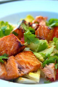 Paulas Frauchen: Chicoree‑Salat mit Avocado, Grapefruit und asiatisch mariniertem Ofenlachs