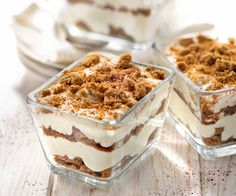 Le tiramisu au spéculoos : LA recette à TOMBER ! Here is a variant of tiramisu with speculoos. This gourmet recipe is accompanied by a tip from chef Cyril Lignac. Gourmet Recipes, Sweet Recipes, Cake Recipes, Dessert Recipes, Cooking Recipes, Cooking Stuff, Healthy Recipes, Tiramisu Speculoos, Speculoos Recipe