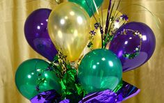 Looking for the perfect centerpiece?  Inexpensive and easy-to-make air filled balloon centerpieces are the answer! Air filled balloons ...
