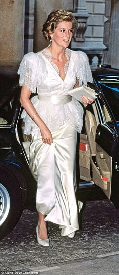 She first wore the gown at London's Somerset House in 1990 and then again the following year for a banquet at Buckingham Palace