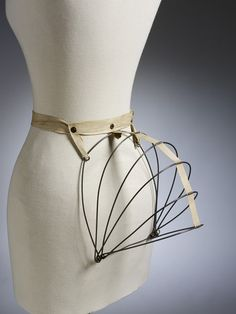 """Bustle (1884) 