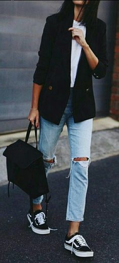 Easy everyday stilish outfit - white t-shirt, blue jeans and black blazer