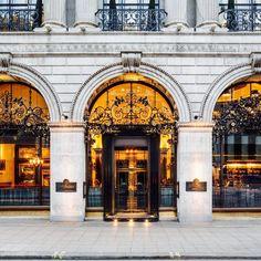 È l'istituzione inglese per la colazione, in stile Art Déco  The Wolseley: Afternoon tea at The Wolseley, London, UK.
