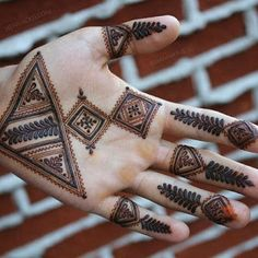 Brides love to get their hands decorated with mehndi, grooms on the contrary, usually prefer simple mehndi. Here are some latest groom mehndi designs 2020 that we love! Finger Henna Designs, Back Hand Mehndi Designs, Latest Bridal Mehndi Designs, Mehndi Designs For Girls, Mehndi Designs For Beginners, Mehndi Design Photos, Unique Mehndi Designs, Wedding Mehndi Designs, Mehndi Designs For Fingers