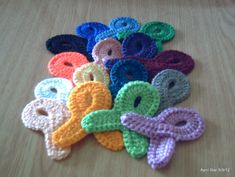 Ribbons pattern crochet tutorials and patterns cancer awareness ribbon pin crochet brooch 16 colours of cancer dt1010fo