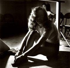 Marilyn Monroe in dance class, 1947