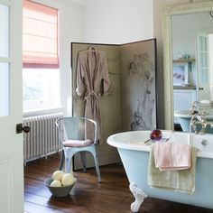 Glamorous country #bathroom #decor #clawfoottub #country products-i-love