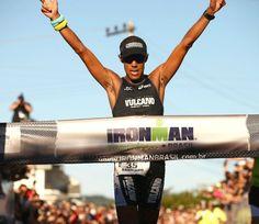 Vice em 2012, Santiago está pronto para lutar pelo primeiro título no Ironman Brasil  http://www.mundotri.com.br/2013/05/vice-em-2012-santiago-esta-pronto-para-lutar-pelo-primeiro-titulo-no-ironman-brasil/
