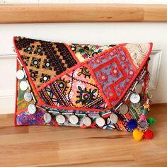 KASHMIR by NAWERI 119€ Boho clutch made from antique embroidered fabrics with a removable strap. Pochette confectionnée à partir de tissus brodés antiques. Chaîne amovible. Modèle unique.