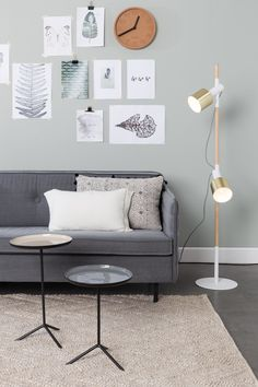 Zuiver Ivy floor lamp has removable spots, so you can turn them upside down. Ivy has brass spots and a wooden base. Perfect for Scandinavian interiors! Luxury Furniture, Furniture Design, Spotlight Floor Lamp, Cork Wall, Led, Warm Colors, Colours, Interior Design, Living Room