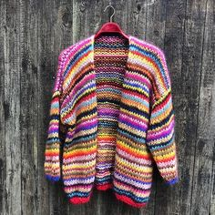 Gepard Gefion multistripe cardigan is an oversize mohair cardigan with multicoloured stripes. Buy the Gefion pattern at Gepard Garn! Knit Cardigan Pattern, Crochet Jacket, Striped Cardigan, Striped Knit, Kimono Cardigan, Ravelry, Crochet Woman, Needle And Thread, Knitting Patterns