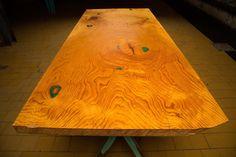 lebanonceder tafelblad op XY green tafelpoten        #edgyfurniture #tafels #designtafel #designtisch #designtable #studiopeer
