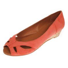 Dieses zeitlos elegante Modell Vero II von La Garconne offerieren wir in vielen klassischen Farben.Es ist sehr bequem und bietet dem Fuss einen guten Halt.Das Modell ist ganz aus Leder, es wird von einem kleinen Familienbetrieb in Spanien (Elche) hergestellt.  Er hat einen ca 3 cm hohen Absatz und trägt sich genau so chic zur Arbeit wie in der Freizeit. Elegant, Flats, Shoes, Fashion, Sevilla Spain, Paragraph, Scale Model, Leather, Classy