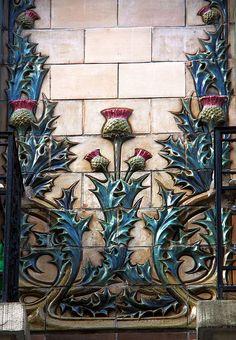 interior art nouveau ceramic details thistles in Paris 16 Interior Art Nouveau, Architecture Art Nouveau, Design Art Nouveau, Azulejos Art Nouveau, Art Nouveau Tiles, Belle Epoque, Jugendstil Design, Estilo Art Deco, Art Antique