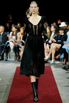 Givenchy - Fall 2015 Ready-to-Wear - Look 17 of 52?url=http://www.style.com/slideshows/fashion-shows/fall-2015-ready-to-wear/givenchy/collection/17