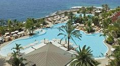 Looking for a relaxing and fun family resort in Tenerife? Choose from self catering holiday apartments, fabulous resorts with kid's clubs and cheap accommodations! Family Resorts, Hotels And Resorts, Cheap Accommodation, Travel 2017, Holiday Apartments, Tenerife, Family Travel, Patio, Outdoor Decor