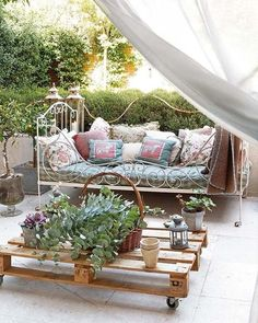 Outdoor Daybed and Pallet on Casters Coffee Table