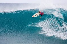 Kelly Slater... another surfer who i look up to and hope to become just as good and professional as he is! :)