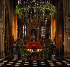One of my cathedral wedding decorations. www.tomasdebruyne.com