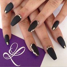 """""""Matte black bling @lparis_nails ▪️◾️ #vegas_nay"""""""