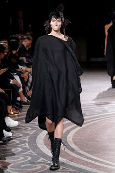 Yohji Yamamoto - Spring 2017 Ready-to-Wear