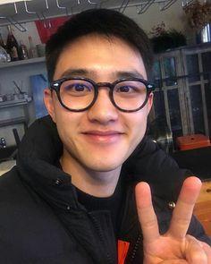 Kyungsoo-ah love me please! Baekhyun Chanyeol, Two Worlds, Exo Lockscreen, Chansoo, Chanbaek, Travie Mccoy, Kim Minseok, Do Kyung Soo, Exo Members